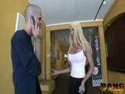 Napalona blondi z dużymi cyckami